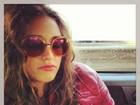 José Loreto flagra Débora Nascimento dormindo no carro