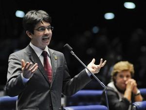 Randolfe Rodrigues (PSOL-AP), no plenário do Senado (Foto: Arthur Monteiro/Agência Senado)