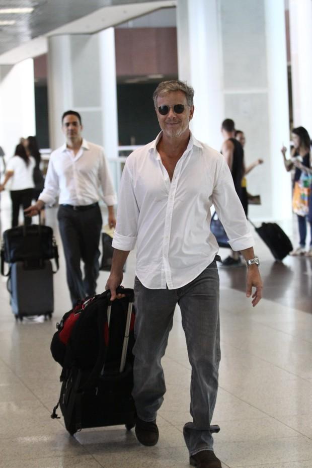 Marcello Novaes no aeroporto (Foto: Wagner Santos / Foto Rio News)
