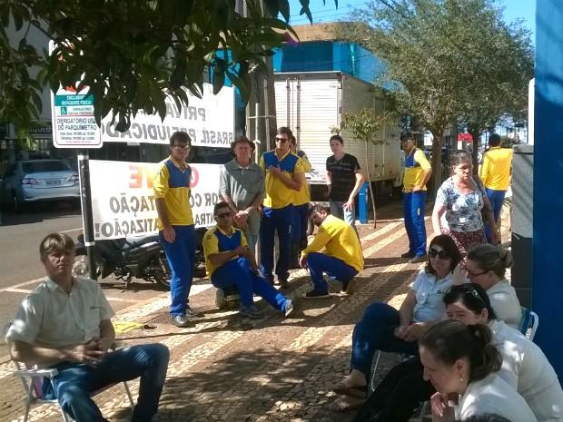 Em Cascavel, no oeste, categoria calcula que 20% dos funcionários dos Correios aderiram à paralisação (Foto: Sintcom-PR / Divulgação)