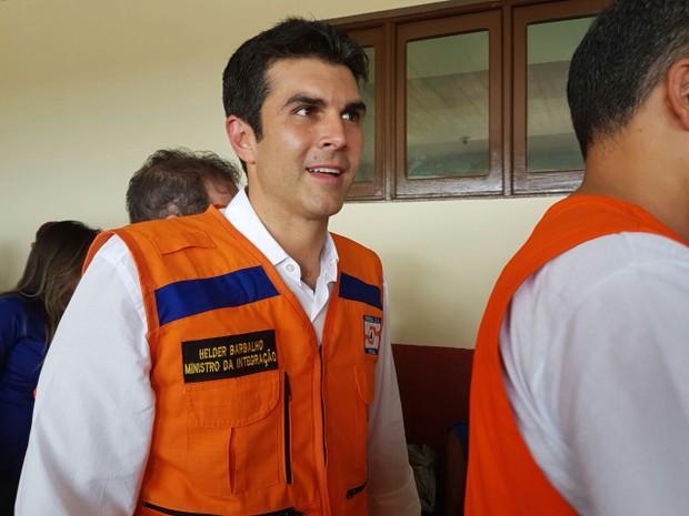 Ministro chegou à cidade de Cruzeiro do Sul na manhã desta sexta-feira (3) (Foto: Anny Barbosa/G1)
