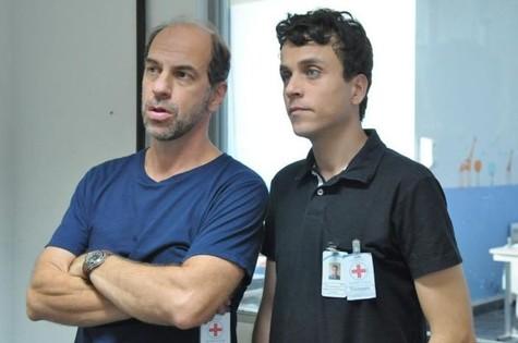 Roberto Bomtempo e Paulo Vilela em 'Conselho tutelar' (Foto: Munir Chatack/Record)