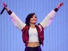 Demi Lovato deixa barriga à mostra em show nos Estados Unidos