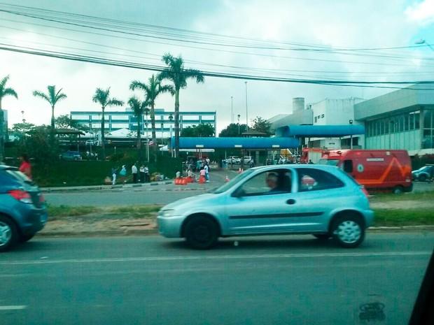 Equipes dos Bombeiros e Samu estão no local (Foto: Daniel Cardozo/Arquivo pessoal)