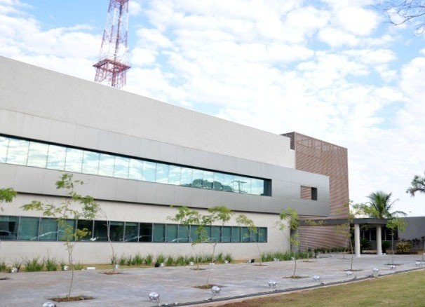 Nova fachada do prédio da TV Morena (Foto: Gustavo Arakaki/ G1 MS)