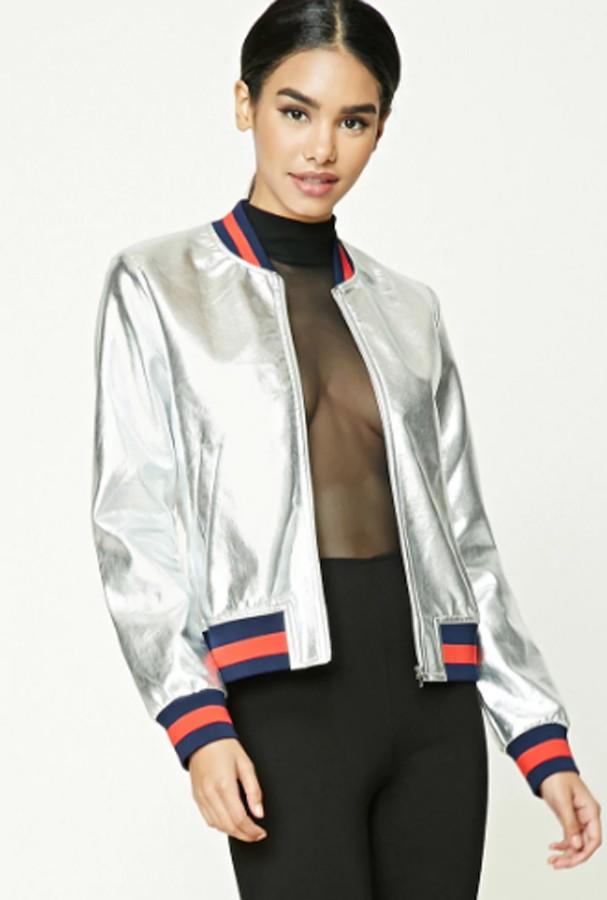 Um dos casacos da Forever que foi acusado de cópia pela Gucci (Foto: Reprodução)