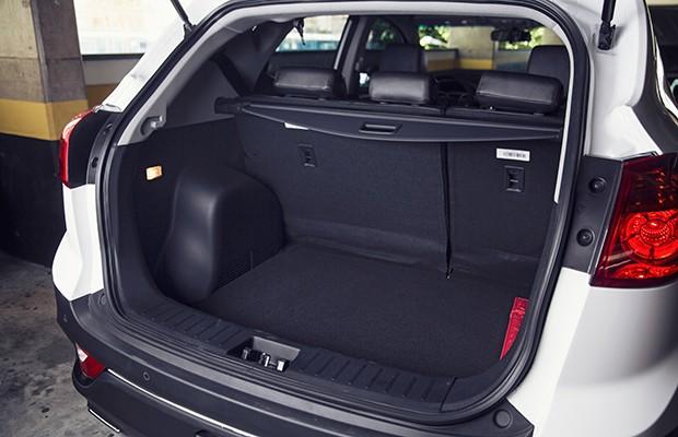 Porta-malas do T5 tem bom volume e acesso facilitado pela base baixa (Foto: Fabio Aro/Autoesporte)