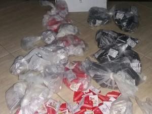 Carga de cocaína foi apreendida com mulher em Araruama (Foto: Polícia Militar/Divulgação)