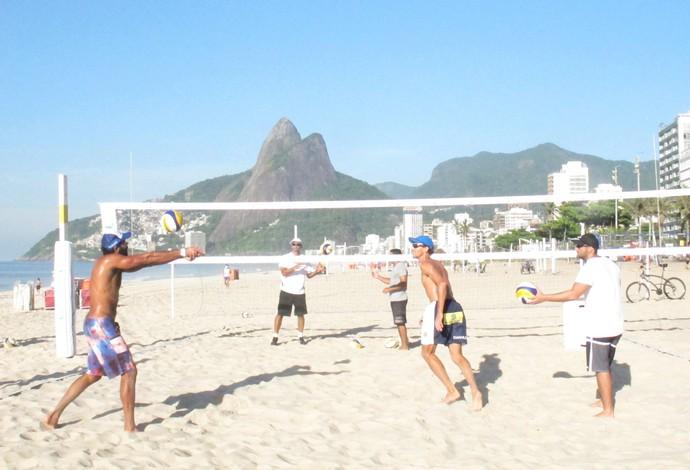 Emanuel e Pedro Solberg realizam primeiro treino juntos em Ipanema  (Foto: Carol Fontes)