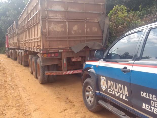 Carreta foi encontrada em a carga de milho, avaliada em R$ 50 mil (Foto: Polícia Civil de Belterra/Divulgação)