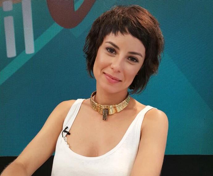 Andreia Horta co a franja curtinha! (Foto: Ivo Madoglio/TV Globo)