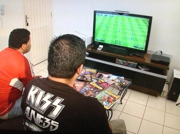 Estúdio SC acompanhou uma partida de videogame (Foto: Reprodução/RBS TV)
