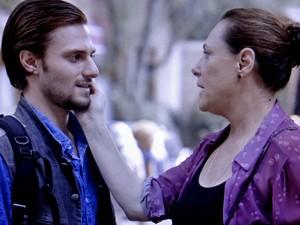 Nicolas fica cara a cara com Tina (Foto: TV Globo)