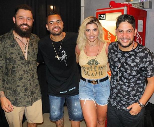 Dani Souza e Dentinho com Jorge e Mateus (Foto: Adriel Douglas)