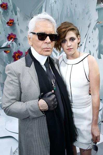 Karl Lagerfeld e Kristen Stewart em 2015 (Foto: Getty Images)