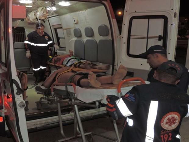 Vítimas foram socorridas pelo Samu até a UPA de Luís Eduardo Magalhães e passam bem (Foto: blogbraga/Edivaldo Braga)