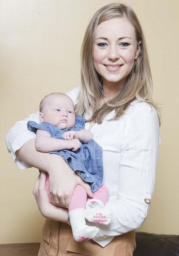 Klara Dollan descobriu que estava grávida no momento de dar à luz (Foto: Reprodução)