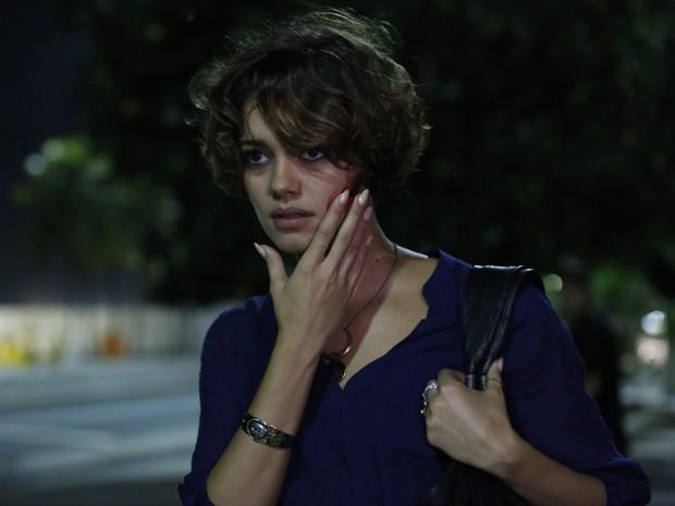Alice, atual personagem de Sophie Charlotte, passa por fase complicada em Babilônia (Foto: Ellen Soares/Gshow)