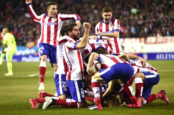 Comemoração do Atlético de Madrid contra o Barcelona (Foto: Agência AFP )