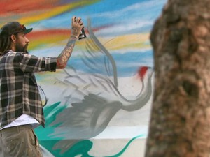 Grafiteiro participou de intervenção na Casa da Cultura de Araraquara (Foto: Rodrigo Sargaço/EPTV)