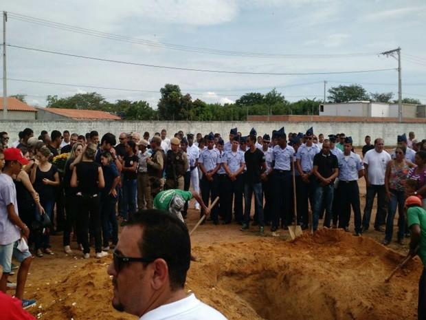 PM prestou homenagens a policiais mortos  (Foto: Nino Moreira / TVBahia)