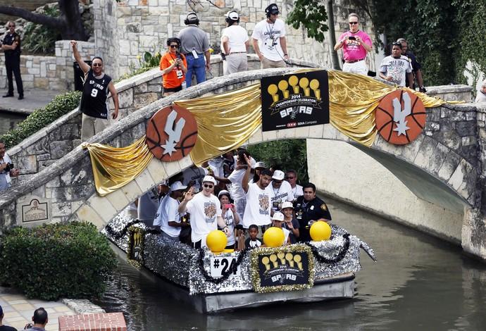river parade san antonio spurs festa nba tim duncan (Foto: Reuters)
