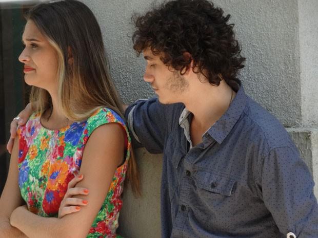 Fatinha conta a Dinho que sua primeira vez foi com Bruno e garoto fica bolado (Foto: Malhação / Tv Globo)