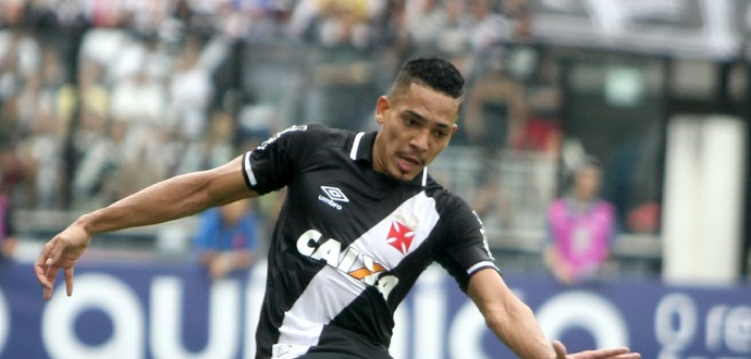 Gilberto, lateral do Vasco na paritda conta o Bahia (Foto: Paulo Fernandes/Vasco.com.br)