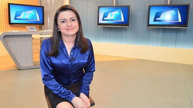 Apresentadora do Jornal Tapajós 1ª Edição Tatiane Lobato (Foto: Priscila Miranda/ TV Tapajós)