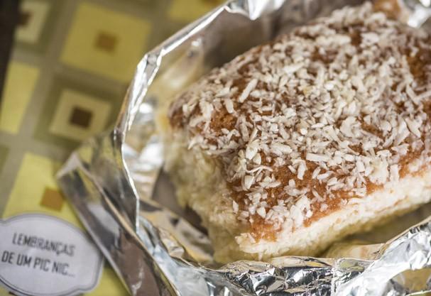 Aprenda a fazer o bolo de coco gelado de um dos lugares mais hypados de São Paulo