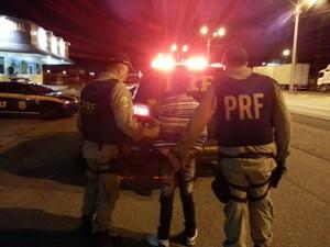 Homem é suspeito de ser responsável por quadrilha de roubo a carros-fortes (Foto: PRF SC/Divulgação)