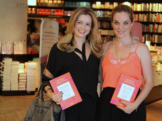 Bianca Castanho e Bruna di Tullio em lançamento de livro na Zona Sul do Rio (Foto: Anderson Borde/ Ag. News)
