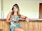 Ex-BBB Fabiana exibe os pernões em fotos para catálogo de moda