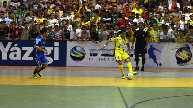 Jogo em Glória foi bastante disputado (Foto: Thiago Barbosa/GLOBOESPORTE.COM)