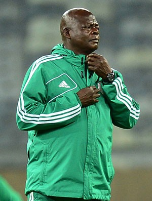 Stephen Keshi treino Nigéria (Foto: Marcos Ribolli / Globoesporte.com)