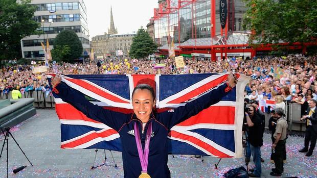 Jessica Ennis comemora medalha em Londres (Foto: Reuters)