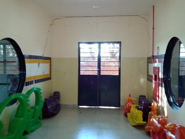 Segundo mães, salas foram evacuadas por risco de desabarem (Foto: Arquivo pessoal)