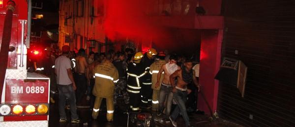 Resgate das vítimas começou ainda na madrugada (Foto: Divulgação Deivid Dutra / A Razão)