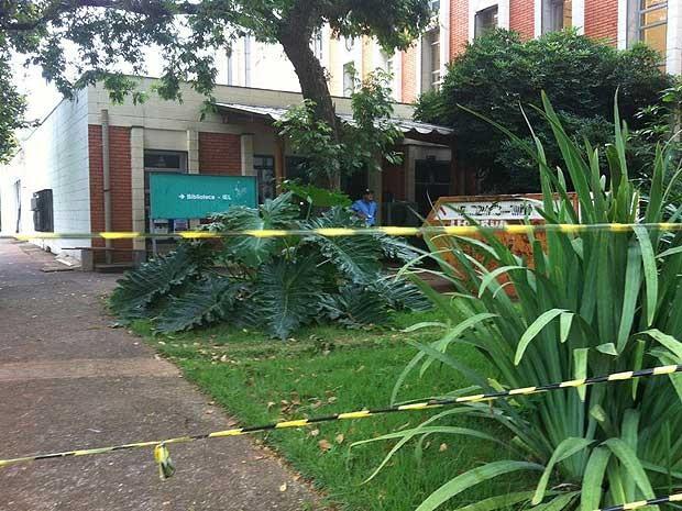 Um mês após incêndio, biblioteca do IEL permanece fechada e altera rotina de alunos da Unicamp (Foto: Virgginia Laborão / G1 Campinas)