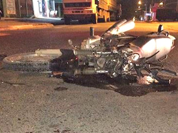 Motociclista teria atravessado vários cruzamentos em alta velocidade, diz PM (Foto: Fernando Luiz/Comando190)
