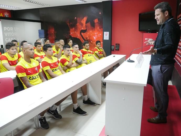 Reunião do elenco do Vitória com Argel (Foto: R. Santin / EC Vitória)