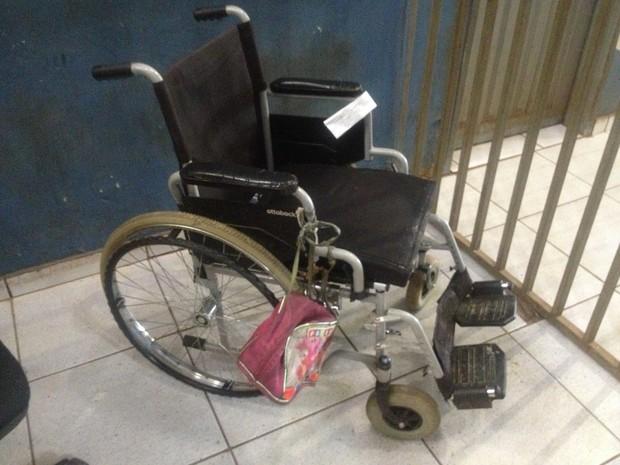 Cadeirante pode ter morrido afogado em Candeias do Jamari (Foto: Matheus Henrique/G1)