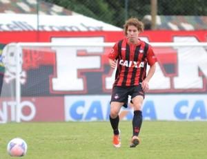 Renan Foguinho, volante do Atlético-PR (Foto: Site oficial do Atlético-PR/Divulgação)