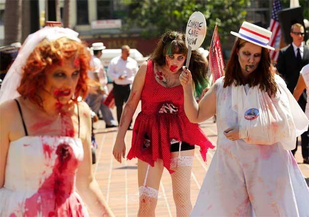 Apoiadoras de A. Zombie se reuniram durante o anúncio da candidatura (Foto: Reuters)