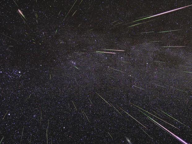 Chuva de meteoros Perseidas iluminam o céu em agosto de 2009  (Foto: Nasa/JLP)