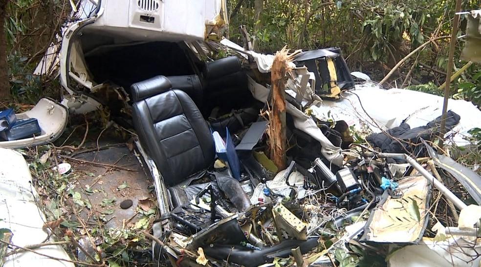 Aeronave ficou destruída após acidente em Itapira, SP (Foto: Reprodução /EPTV)