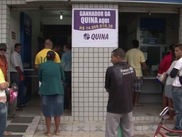 Casa lotérica onde foi realizada aposta ganhadora da Quina na Bahia (Foto: Reprodução/TV Bahia)