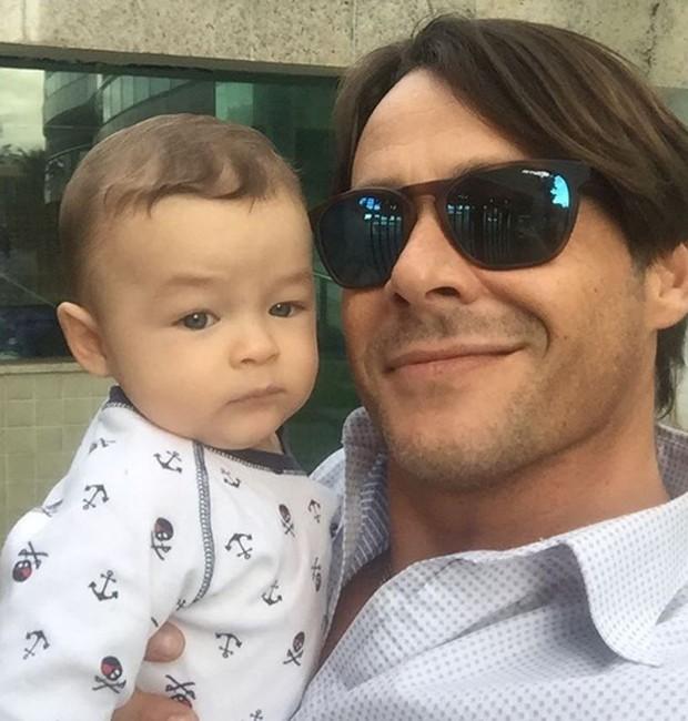 Theo Becker e o filho, Thor (Foto: Reprodução/Instagram)