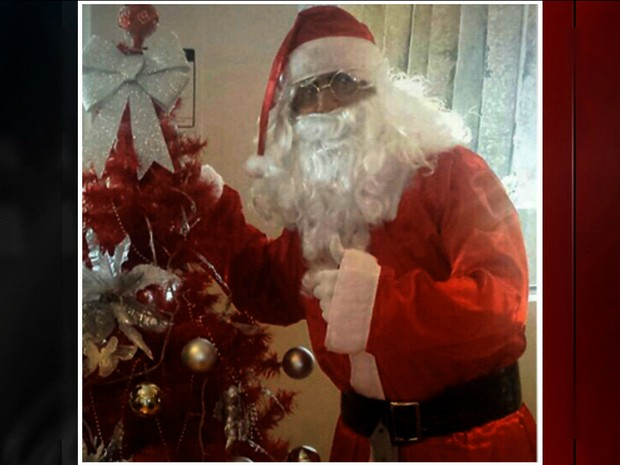 Homem que se vestiu de Papai Noel pra roubar helicóptero é procurado (Foto: GloboNews)