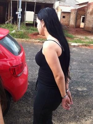 Raquel Policena foi presa em sua casa, em Catalão, Goiás (Foto: Reprodução/TV Anhanguera)